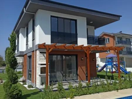 Dalaman Hürriyet Mahallesinde Satılık 3+1 Villa