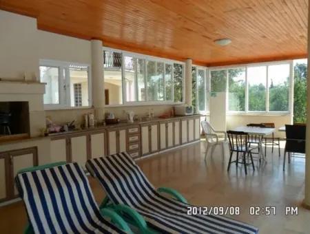 Köyceğiz Mahallesinde Satılık 5+1 Müstakil Ev